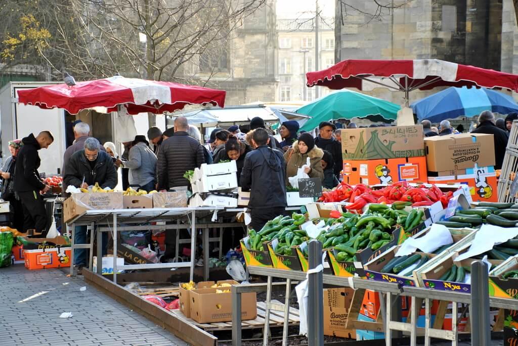Mercado de pulgas de Saint Michel, burdeos