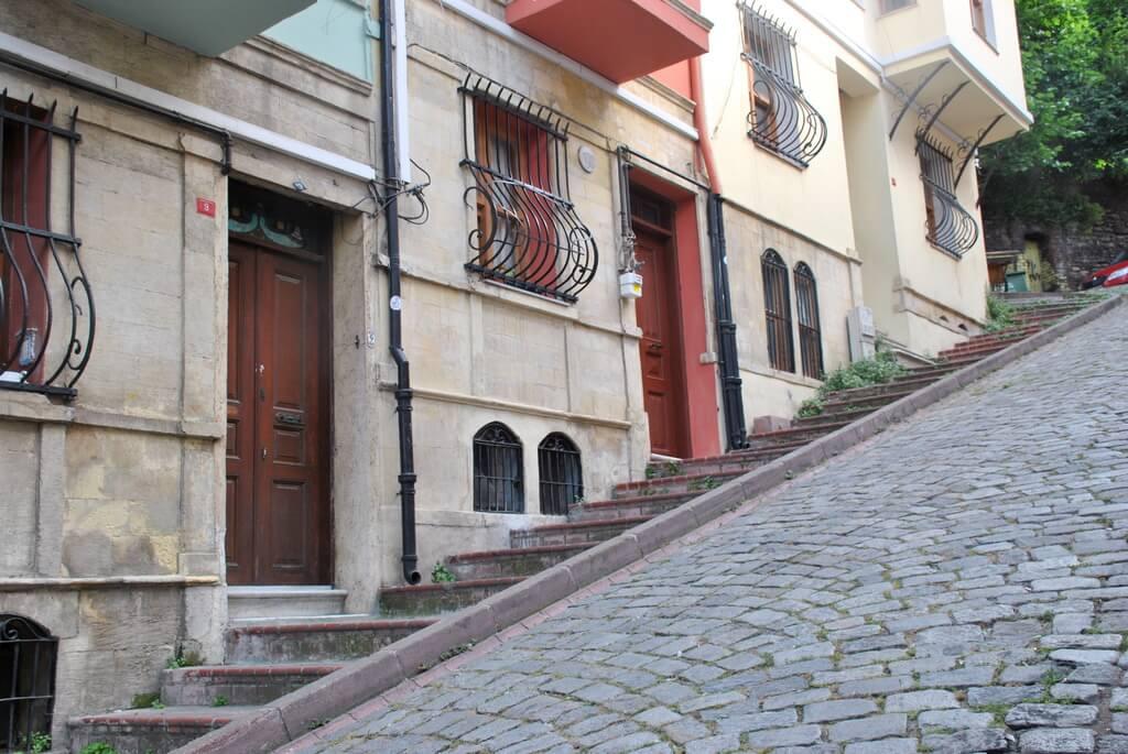 calles inclinadas en Balat, Estambul