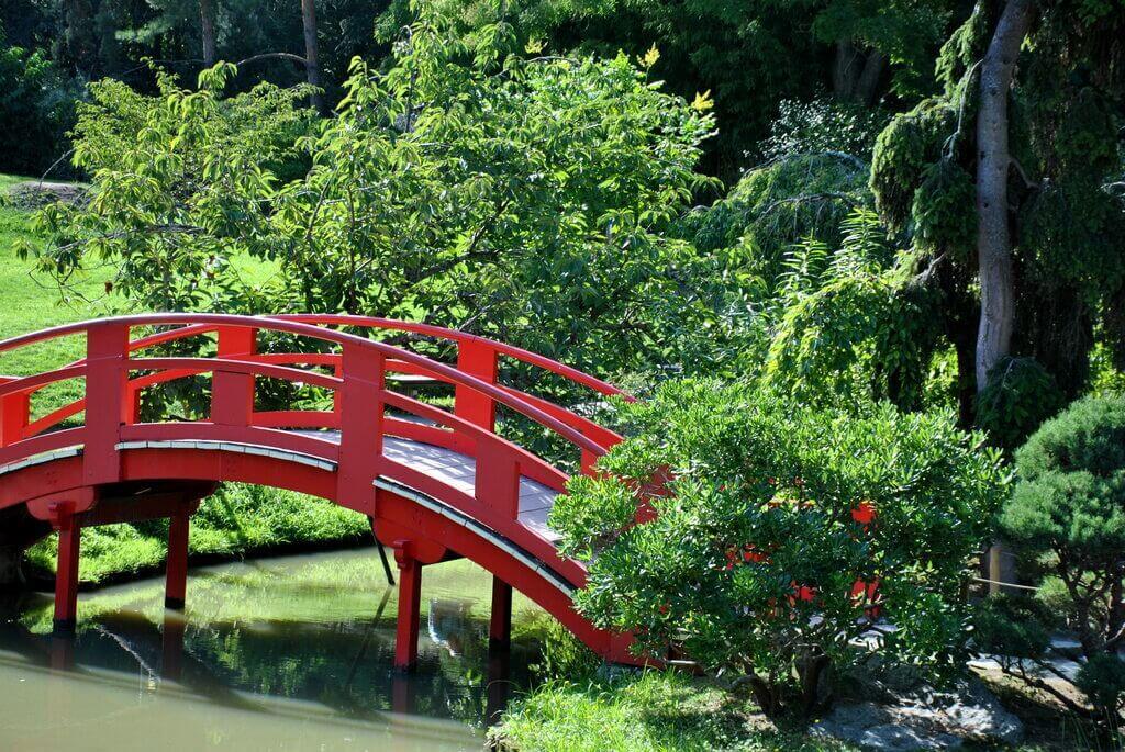 puente rojo del jardín japonés de Toulouse