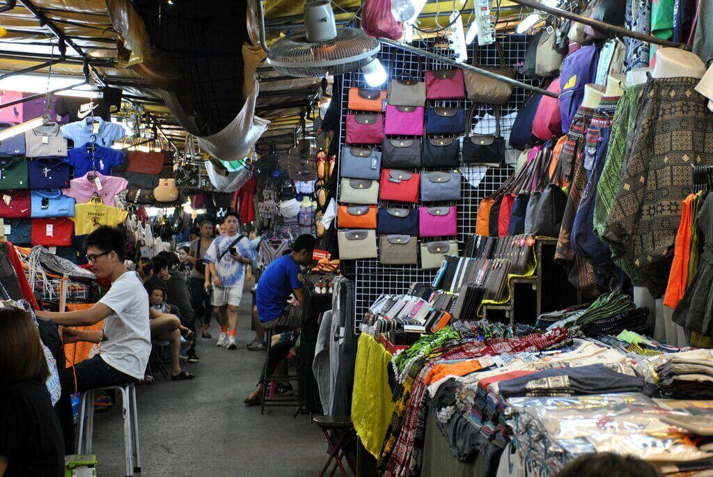 puestos en el mercado de Patpong