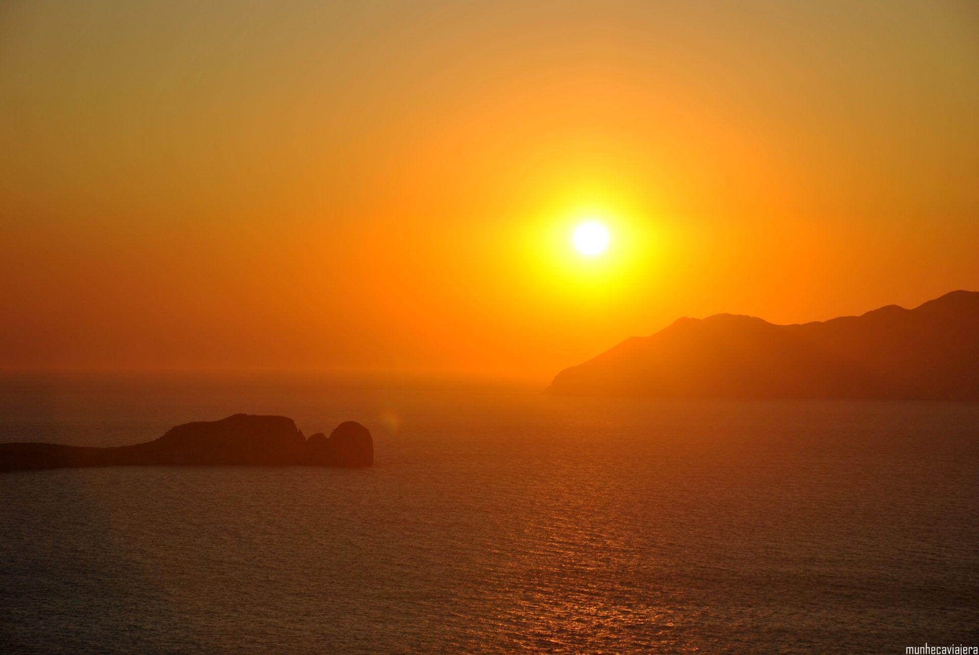 Puesta de sol en Milos