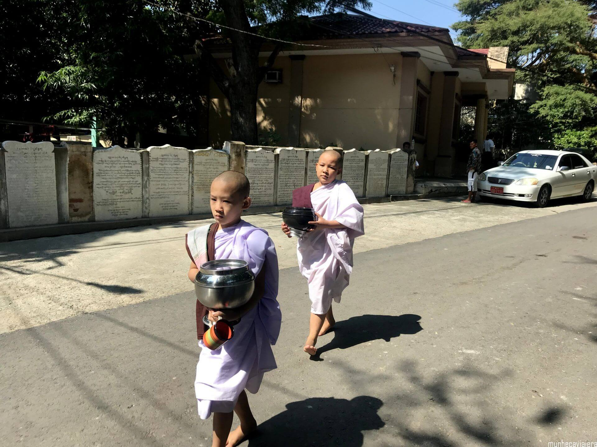 niños monjes en Amarapura